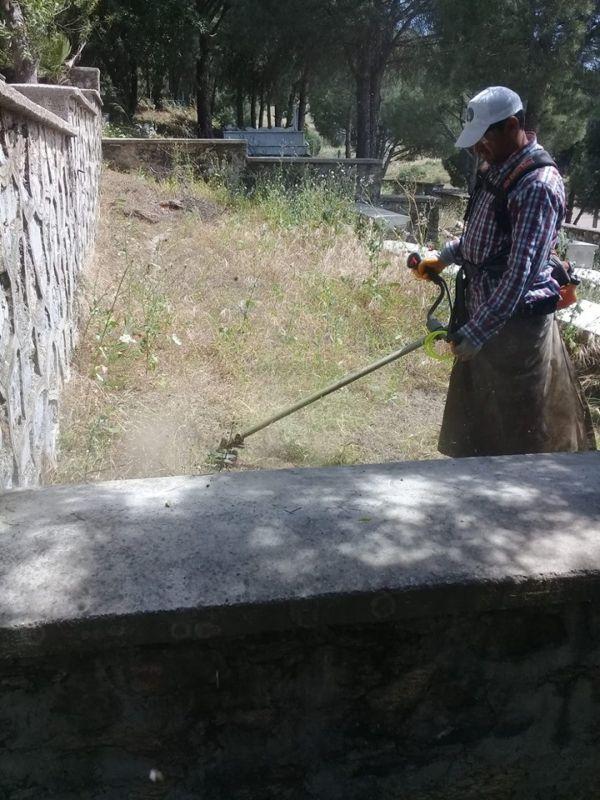 Koçarlı'da mezarlıklar bakıma alındı