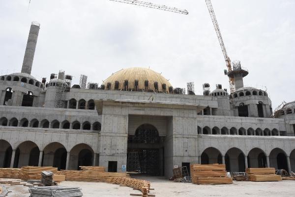 İzmir'de yapılan 15 bin kişilik caminin yüzde 90'ı bitti