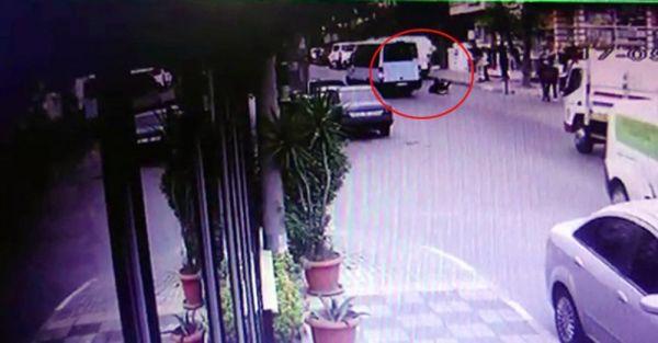 Maltepe'de genç kız kapısı açık minibüsten yola düştü