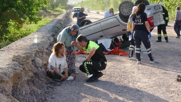 Yaralı kadın ölen eşi araçtan çıkarılmadan tedavi olmadı