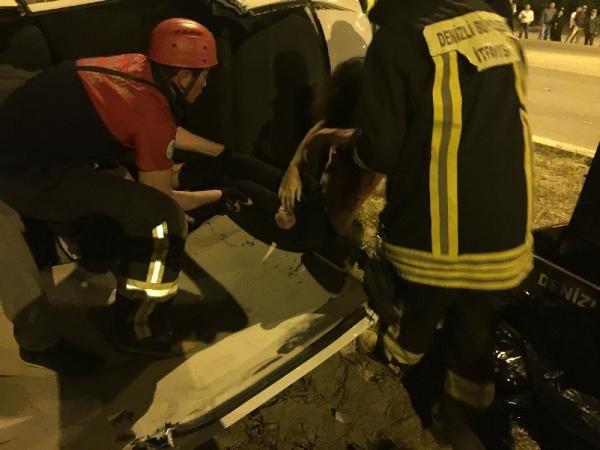 Gezmek için otomobil kiralayan üniversiteliler kaza yaptı