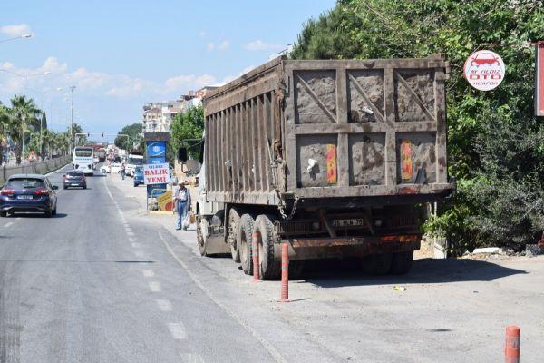 İzmir'de tır ile kamyon çarpıştı: 1 yaralı