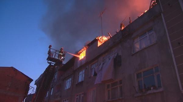 Gaziosmanpaşa'da 4 katlı binada yangın çıktı