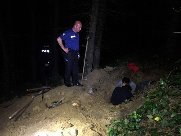 Kaçak define avcısı, polisi görünce ölü taklidi yaptı