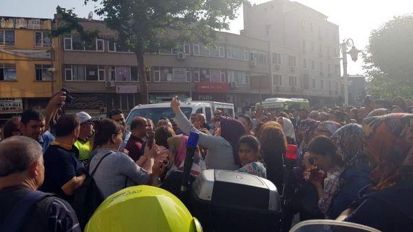 Eşref Kolçak'ın cenaze aracına selfie engeli