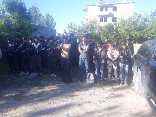 Van'da metruk binada 126 kaçak göçmen bulundu