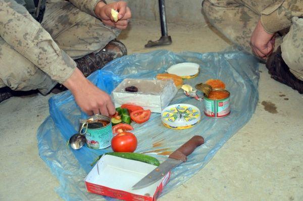 Şırnak'ta Mehmetçik, vatan nöbetinde iftarını açıyor