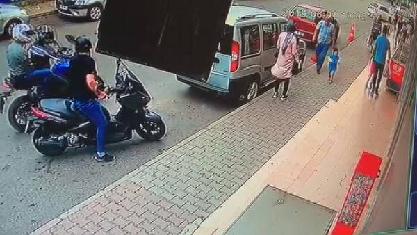 Kartal'da fırın önünde bekleyen kadına silahlı saldırı