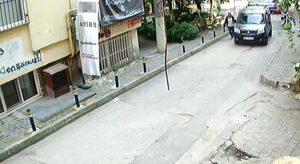 Bursa'da güpegündüz cep telefonu çalan hırsız kamerada
