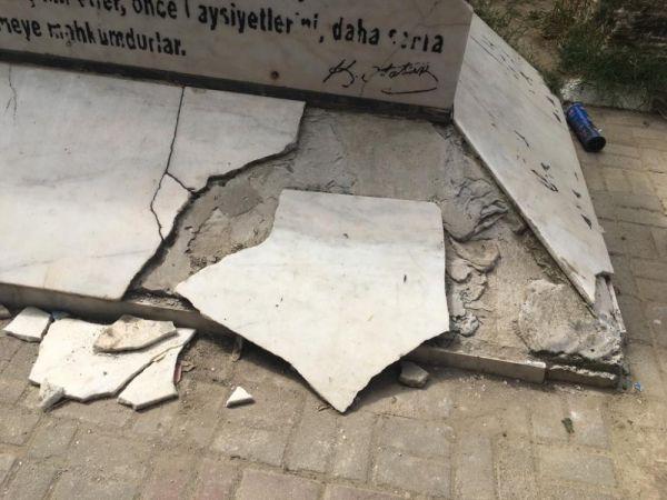 Atatürk heykelinin bakımsız hali tepki topladı