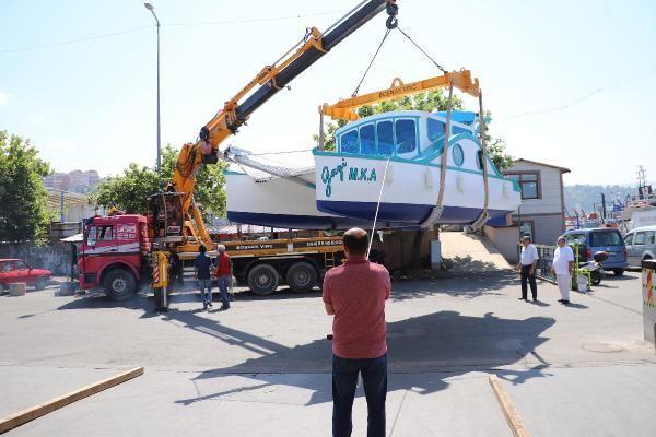 3 arkadaşın yaptığı tekne suya indirildi