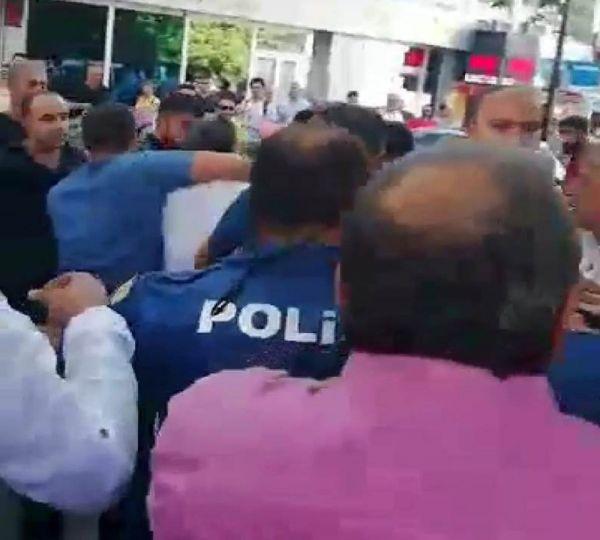 Polis çocuk tacizcisini linçten son anda kurtardı