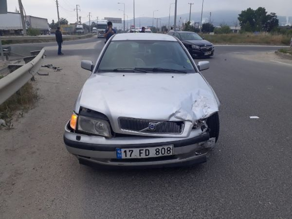 Bilecik'te iki otomobil çarpıştı; 4 yaralı