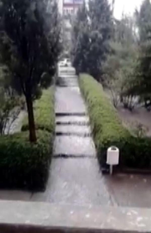 Beypazarı'nda sağanak su baskınlarına neden oldu