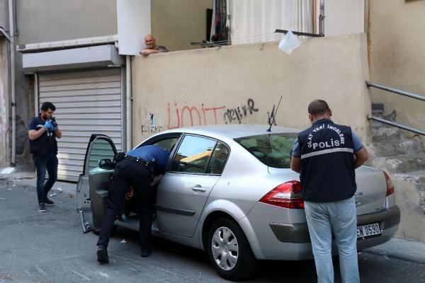 Kağıthane'de kaçırılmak istenen adam arabadan atladı