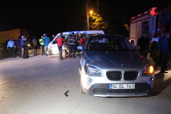 Kazada araçta sıkışan hamile kadını itfaiye kurtardı