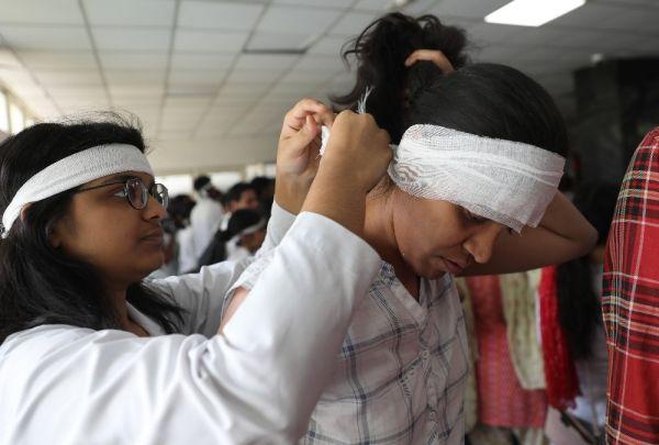 Hindistan'da doktorlardan hasta yakını şiddetine tepki