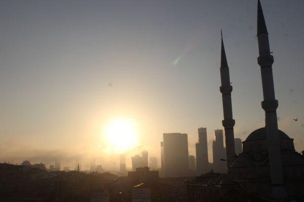 Sis İstanbul'u etkisi altına aldı