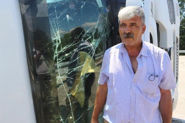 Tokat'ta lastiği patlayan tır devrildi