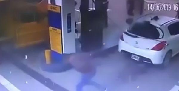 Akaryakıt istasyonunda kokain havaya saçıldı