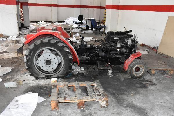 Milyonluk traktör fabrikasında yağma