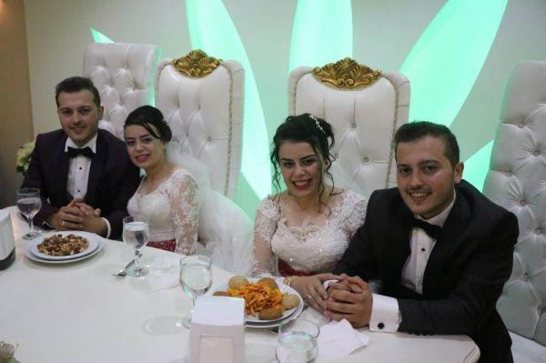 Kayseri'de ikizlerin düğünü görenleri şaşırttı