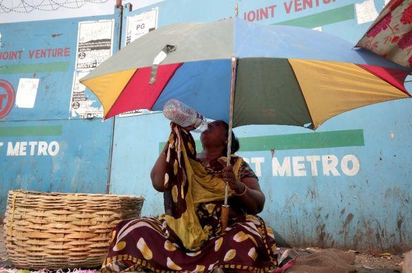 Hindistan'da aşırı sıcaklar yüzünden 92 kişi öldü