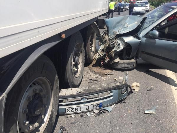 Şanlıurfa'da tır otomobile çarptı