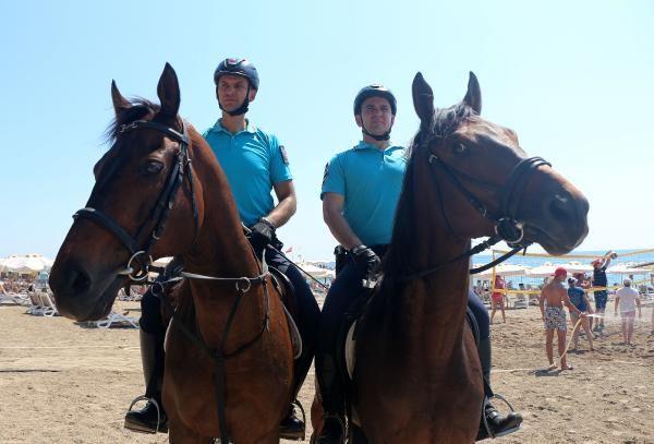 Antalya'nın plajları atlı jandarma birliklerine emanet