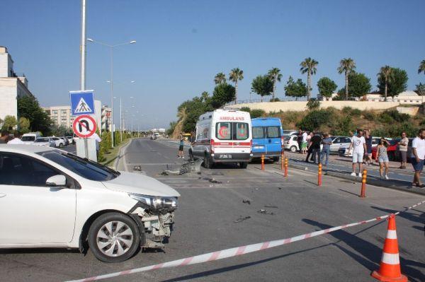 Antalya'da' U' dönüşü zincirleme kazaya neden oldu