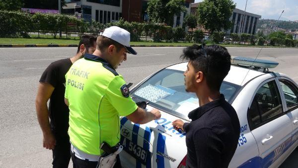 Karabük'te yayalarla polis arasında ilginç diyalog