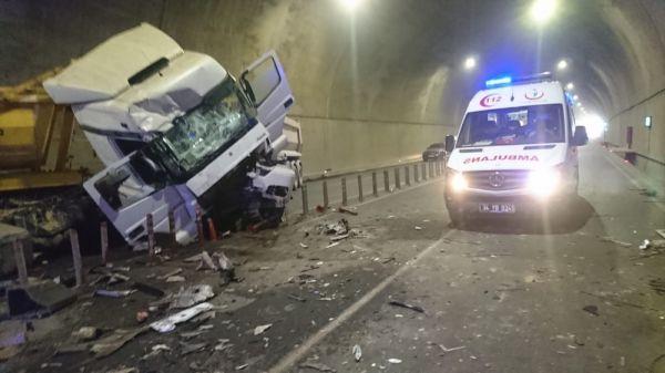 Pendik'te havalimanına giden tünelde kaza