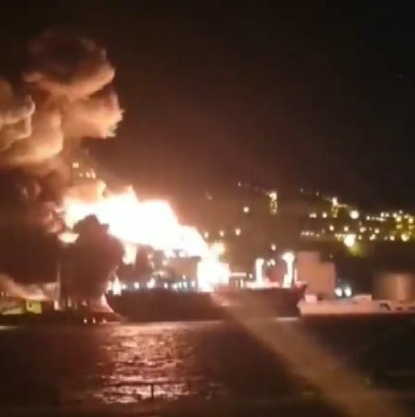 İzmir'de gemi yangını: 1 ölü 15 yaralı