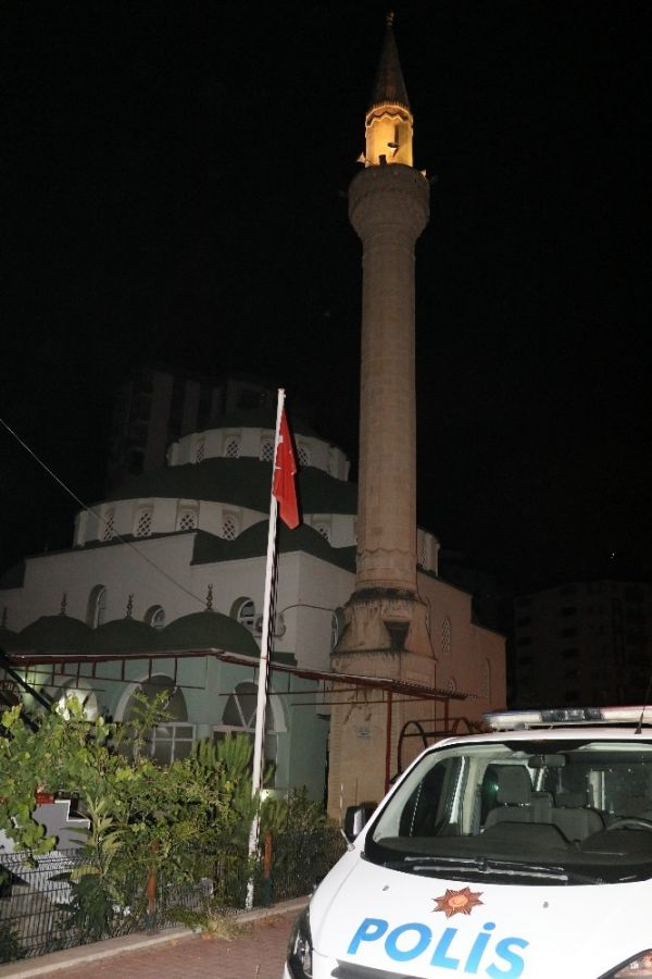 Camiye hırsızlığa giren 2 kişi yakalandı