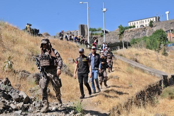 Diyarbakır'da dikili 2 bin kök Hint keneviri yakalandı