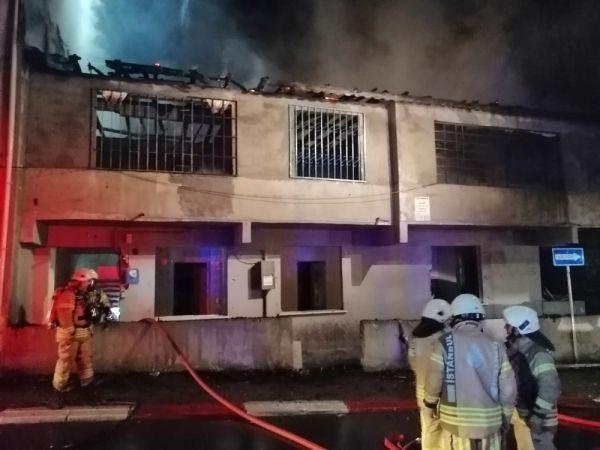 Sultanbeyli'de metruk evde yangın