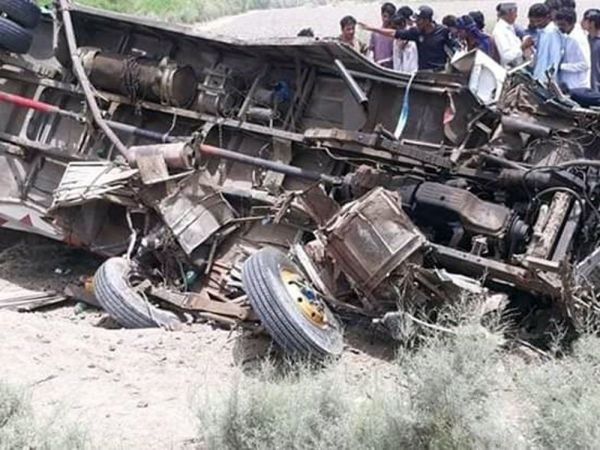 Pakistan'da otobüs kazası: 11 ölü