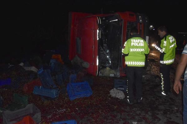Kütahya'da iki kamyon kafa kafaya çarpıştı