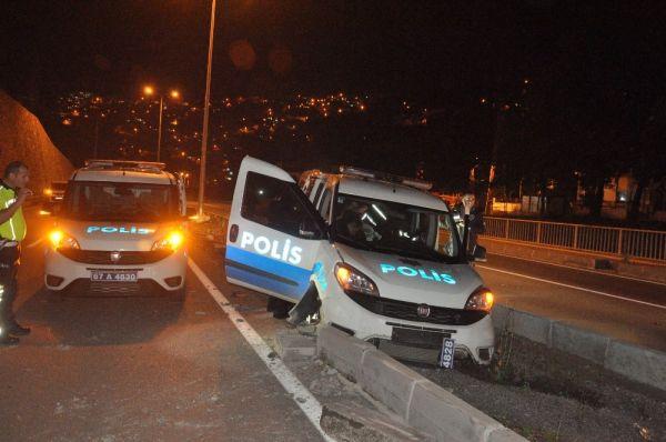 Zonguldak'ta polis aracı kaza yaptı
