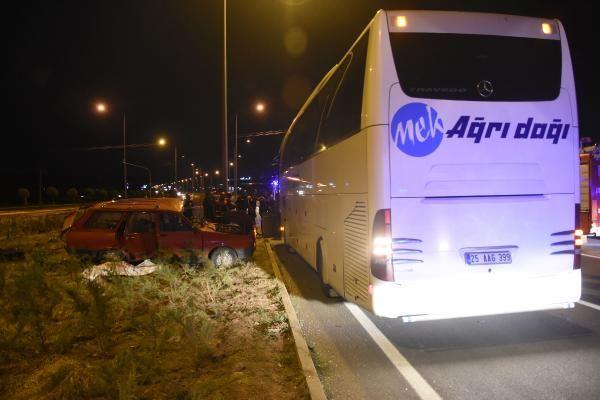 Sivas'ta yolcu otobüsü ile otomobil çarpıştı