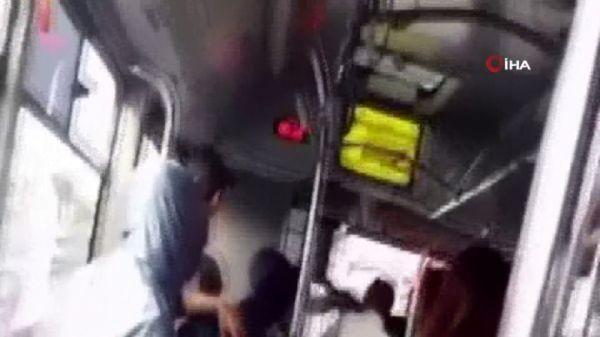 Yolcu kapma kavgasında şoförler sopalarla birbirine girdi