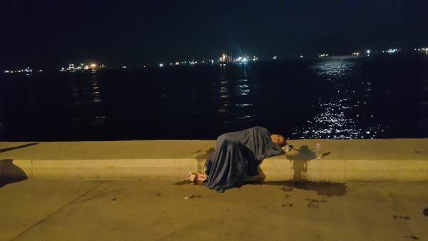 İstanbul'da taksiden inip koşarak denize atladı
