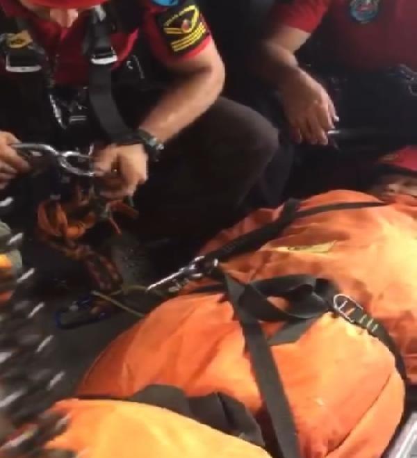 Muğla'da ayağı kırılan ABD'li turisti JAK timi kurtardı