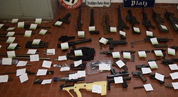 İtalya'daki Neo-Nazi operasyonunda polis füze buldu