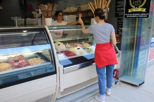 Bir topu 100 liraya satılan dondurma