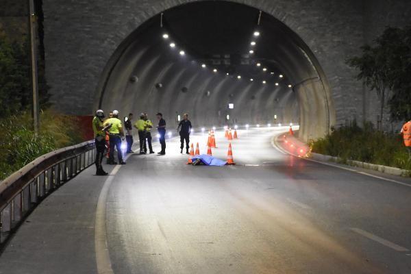 İzmir'de sürüklenen motosikletin sürücüsü öldü