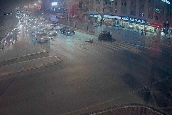 Kocaeli'de kırmızı ışıkta geçti, motosikletliyi öldürdü