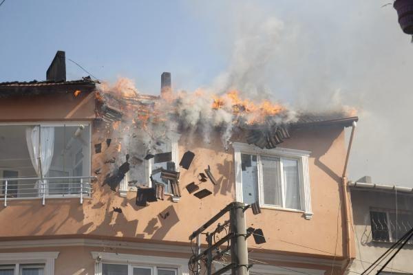 Bursa'da çatıda çıkan yangın çökmeye neden oldu