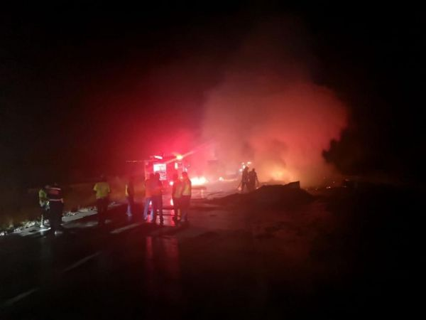 Bolu'da, TEM otoyolunda kamyon yandı