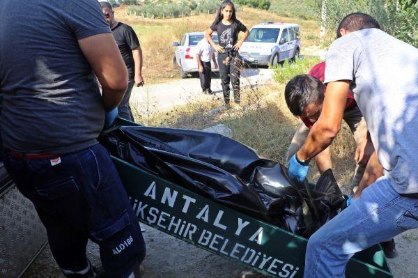Antalya'da ablasını boynuna bıçak saplayarak öldürdü